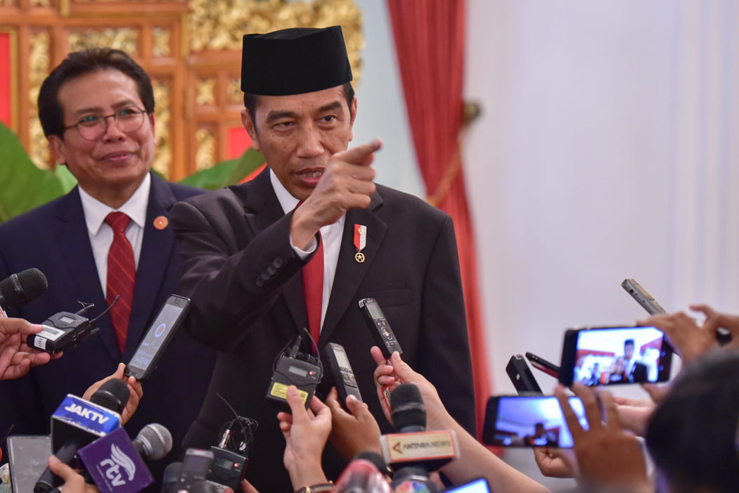 "Jokowi : Omnibus Law ""All in One"""